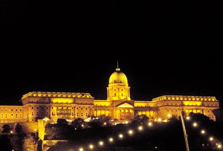 vistas noturnas do castelo de budapeste (1)